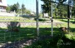 Ohrada s jeleny a srnami u Kramářovi chaty.   foto: OIK TV - Zuzana Rennerová