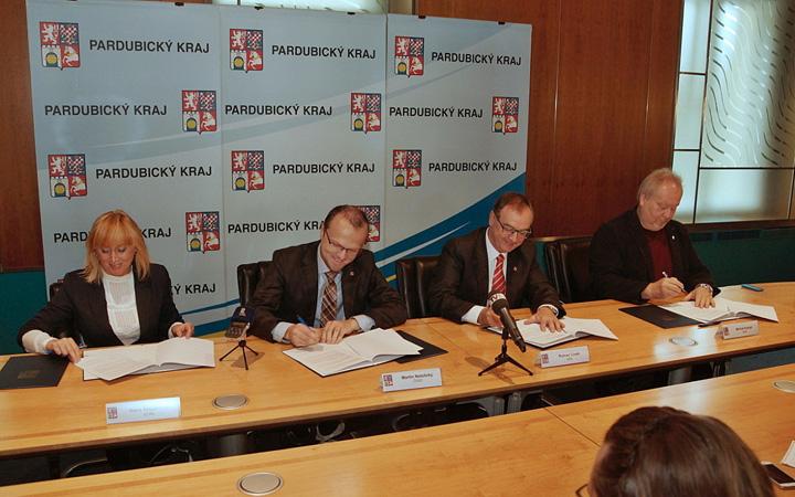 161014_koalicni-smlouva-kraje-podepsana